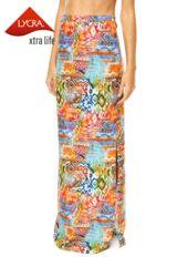 Vestido Fiya Lady Floral Preto, com padronagem floral e elástico na parte de trás. Modelagem evasê, decote V e mangas curtas.Confeccionado em tecido plano, 100% viscose. Medidas: Manga: 24cm/Busto: 66cm/ Comprimento: 93cm. Tamanho: P. Medidas da Modelo: Altura: 1,68m / Busto: 63cm / Cintura: 67cm / Quadril: 89cm.