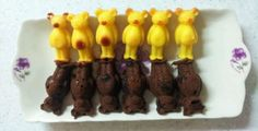 I baked bear breads again^.^ Yellow bears are honey flavor, dark brown bears are chocolet flavor!!