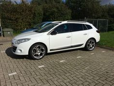 "Renault Megane Estate Bose 2012 with Jante Jetow 18"" wheels."