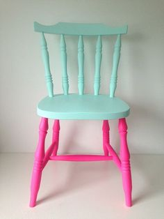 Such a funky painted chair - would look great in a children's bedroom. Fancy creating the look? You'll need Websters Chalk Paint Powder!