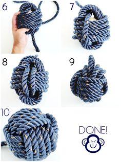 Make a monkey knot to shorten your cords, full tutorial on this string pendant. … Make a monkey knot to shorten your cords, full tutorial on this string pendant. Vejledning til hvordan du afkorter dine ledninger uden at gøre det permanent. Rope Knots, Macrame Knots, Rope Crafts, Diy And Crafts, Monkey Fist Knot, Rope Lamp, The Knot, Diy Dog Toys, Nautical Knots