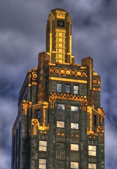 Green Champagne Bottle with Gold Foil    The Carbide & Carbon Building is a Chicago landmark located at 230 N. Michigan Avenue. The building, which was built in 1929, is an example of Art Deco architecture designed by Daniel and Hubert Burnham, sons of architect Daniel Burnham, and was designated a Chicago Landmark on May 9, 1996.
