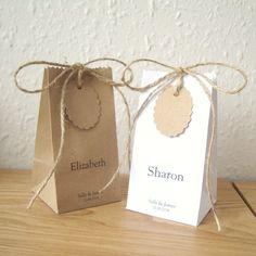 Items similar to Square Base Wedding favour bags set of 5 with guest name printed. on Etsy Paper Packaging, Bag Packaging, Packaging Design, Diy Paper Bag, Paper Gifts, Paper Bags, Table Cadeau, Paper Bag Design, Diy Gifts
