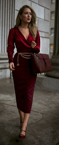 Burgundy monochrome outfit with silk-satin blend bodysuit Dress Dior, Super Moda, Party Fashion, Fashion Outfits, Emo Fashion, Christmas Party Outfits, Christmas Outfit Women Dressy, Look Street Style, Beauty And Fashion