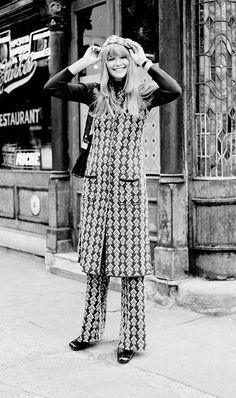Vintage Fashion Here's What It Girls Wore in the via - Take a trip back in time with 10 photos of fashion that might just inspire you today. Seventies Fashion, 1960s Fashion, Uk Fashion, Fashion History, Modern Fashion, New York Fashion, Fashion Looks, Lolita Fashion, 70s Inspired Fashion