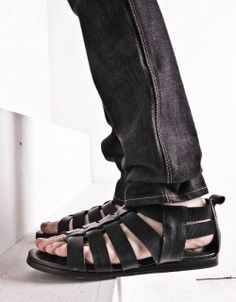 cool gladiator shoes, i think their for guys. but id wear em! Gladiator Sandals For Men, Leather Sandals, Male Sandals, Men's Sandals, Women Sandals, Rubber Shoes, Huaraches, Shoe Collection, Men's Shoes
