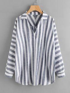 Модная блуза в полоску с оригинальным вырезом