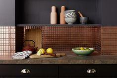 Le cuivre protège les murs de votre cuisine avec style