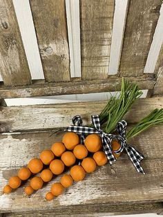Easter Projects, Easter Crafts, Easter Ideas, Easter Dyi, Wood Bead Garland, Beaded Garland, Spring Crafts, Holiday Crafts, Fall Wood Crafts