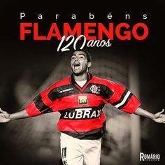 """120 anos de uma linda história, gratidão por fazer parte dela. Parabéns, Mengão!   Descrição da imagem @pracegover: Uma foto registra Romário de braços abertos, correndo com a camisa do Flamengo. Acima da imagem está escrito: """"Parabéns, Flamengo. 120 anos"""""""
