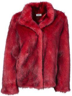 Met deze jas van imitatiebont steel je sowieso de show. Lekker opvallend en warm! En nu ook nog eens voor bijna de helft van de prijs! #mode #inspiratie #nepbont #rood #uitverkoop #red #jacket #coat #fauxfur #womensfashion