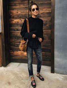 Marron + noir + jean brut = le bon mix (photo Sincerely Jules)