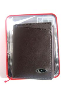 Nike Golf Men's Trifold Leather Wallet Passcase Brown