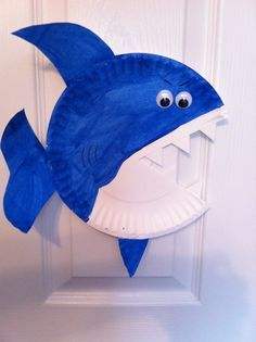 Paper plate craft for Shark Week.