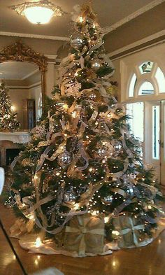 Make the tree the center of your focus with lights, garlands, and decorations. | Décor Aid |