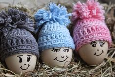 InHaken: Softfun Denim Egg Beanies with link to pattern Egg Crafts, Easter Crafts, Diy And Crafts, Christmas Crafts, Crochet Home, Diy Crochet, Knitting Patterns, Crochet Patterns, Crochet Decoration
