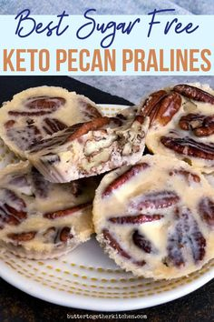 These buttery and crunchy keto pecan pralines are the perfect keto candy sweet treat! These buttery and crunchy keto pecan pralines are the perfect keto candy sweet treat! Desserts Keto, Desserts Sains, Sugar Free Desserts, Sugar Free Recipes, Keto Snacks, Low Carb Recipes, Dessert Recipes, Recipes Dinner, Easy Recipes