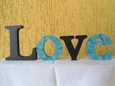 Love Basker  Letras decorativas e personalizadas para qualquer ambiente.   Confeccionadas em MDF de 15mm e pintadas a mão com tinta PVA e finalizado com verniz acrílico.   Podem ser colocadas em cima de um móvel, prateleira e também podem ser fixadas à parede.  Letra maiúscula 12cm de altura e minúscula 8cm de altura.  O valor de R$41,00 é para a palavra Love.   Fazemos em outros tamanhos, espessuras, cores e fontes.  Consulte-nos. R$41,00