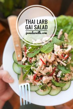 Classic Thai larb gai chicken salad: spicy cooked chicken mince packed with fresh flavors such as lime juice, fish sauce, fresh chili and cilantro. Easy Thai Recipes, Easy Salad Recipes, Easy Chicken Recipes, Dinner Recipes, Thai Larb, Larb Gai, Meat Salad, Chicken Salad, Larb Salad