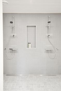 kylpyhuone harmaa klinkkeri Laundry Room Bathroom, Bathroom Toilets, Bathroom Cleaning, White Bathroom, Bathroom Interior, Laundry Room Inspiration, Bad Inspiration, Dream Bathrooms, Beautiful Bathrooms