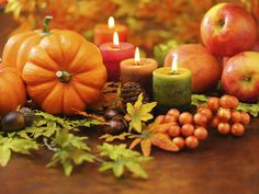 The 18 Most Magical Autumn Sensations: 11.The cozy elegance of candles and decorative gourds.