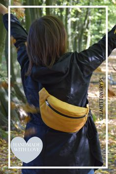 Nerka wykonana z  miękkiego, przyjemnego w dotyku materiału tapicerskiego. Fanny Pack, Gloves, Leather, Bags, Collection, Fashion, Hip Bag, Handbags, Moda