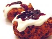 Papanasi: Cottage Cheese Dumplings with sour cream and jam. So delicious! - Papanasi: Cottage Cheese Dumplings with sour cream and jam. So delicious! Sicilian Recipes, Turkish Recipes, Greek Recipes, Romanian Food, Romanian Recipes, Sweets Recipes, Cooking Recipes, Good Food, Yummy Food