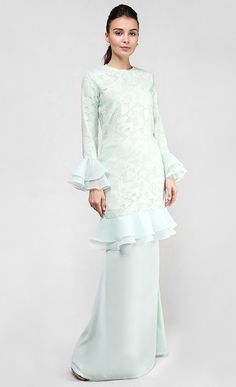Venus Kurung in Green Muslim Fashion, Hijab Fashion, Fashion Dresses, Baju Kurung Lace, Hijab Dress Party, Gowns Of Elegance, Trendy Dresses, Prom Dresses, Traditional Outfits
