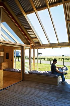Small Holiday Home in Shoal Bay, New Zealand | DesignRulz