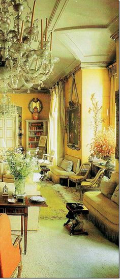 John Fowler & Nancy Lancaster 1950 In this photograph you see the amazing ceiling detail.got to see this room in London 1998 - only the paint remains-magical memories English Interior, Classic Interior, English Decor, Yellow Interior, Interior And Exterior, English Country Style, Mellow Yellow, Color Yellow, Ceiling Detail