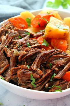 Instant Pot Pot Roast Instant Pot Pot Roast Recipe - the best pot roast cooked in the Instant Pot pressure cooker, with carrots and potatoes. This tender and melt-in-your-mouth roast is rich in flavor, a true comfort food. Roast Beef And Potatoes, Roasted Potatoes And Carrots, Mashed Potatoes, Instant Pot Pressure Cooker, Pressure Cooker Recipes, Slow Cooker, Power Cooker Pot Roast Recipe, Pressure Pot, Instant Pot Pot Roast