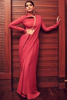 The most stylish and trendy, Sonam Kapoor is known for her unique sense of style. She looks ravishing in any ensemble she wears and we love the twist she brings to any outfit. Here are a few sarees she wore that are refreshing and contemporary. Blouse Back Neck Designs, Saree Blouse Designs, Sari Design, Diy Design, Mode Bollywood, Bollywood Fashion, Bollywood Actress, Saree Fashion, Bollywood Updates