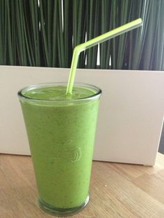 Groene smoothie Easy Smoothies, Smoothie Drinks, Smoothie Diet, Weight Loss Smoothies, Smoothie Recipes, Shake Diet, Diet Shakes, Smoothie Challenge, Cooking Recipes