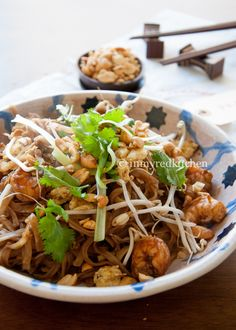 Pad Thai met garnalen - in my Red Kitchen Pureed Food Recipes, Thai Recipes, Asian Recipes, Healthy Recipes, Fruit Recipes, Low Carb Brasil, Dairy Free Diet, Japanese Kitchen, Thai Cooking