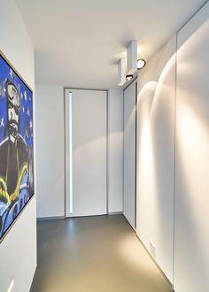 Moderne binnendeur met ingefreesde plexi handgreep.
