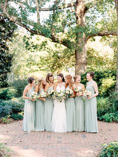 Photography : Callie Davis of Nancy Ray Photography Read More on SMP: http://www.stylemepretty.com/2016/11/09/north-carolina-garden-wedding/