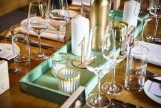 Goldene Zeiten stehen bevor Table Settings, Candles, Wedding, Place Settings, Candy, Candle Sticks, Tablescapes, Candle