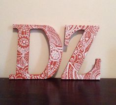 paint letters green and do pink designs vice versa