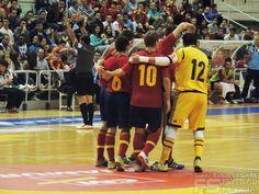 España celebra un gol. @SeFutbol España-Grecia. Homenaje a Kike Boned. Ginés Rubio @grl48