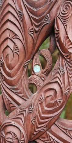 Some ornate Maori carving representing Ranginui, the earth mother - Aotearoa Driftwood Sculpture, Sculpture Art, World Of Wearable Art, Maori Tribe, Polynesian Art, Maori Designs, New Zealand Art, Wood Carving Patterns, Maori Art