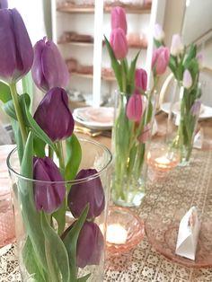 Spring Brunch Tablescape: Pink Depression Glass and Tulips # Depression Glass # . - Spring brunch tablescape: pink depression glass and tulips - Brunch Party Decorations, Brunch Decor, Brunch Ideas, Brunch Food, Brunch Buffet, Easter Table Decorations, Spring Decorations, Party Buffet, Birthday Brunch