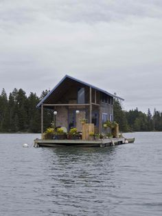 Floating cabin in Maine