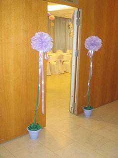 Gran topiario color lavanda para entrada de salón de fiesta