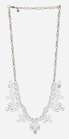 Dailylook: Elegant Stone Wreath Necklace