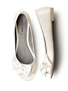 I'm looking for peep toe wedding shoes, either flat or with a small heel. Doesn't seem so easy to find, especially in Switzerland. I really like these though from www.dessy.com