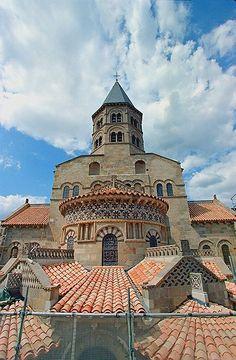 Notre Dame du Port de Clermont,  Clermont-Ferrand Beautiful Architecture, Beautiful Buildings, Beautiful Places, Clermont Ferrand France, Culture Of France, Monaco, Tours France, Famous Places, Chapelle