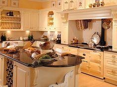italienische landhausküche mit kaminofen, marmor-arbeitsplatte und ... - Landhauskchen Mediterran