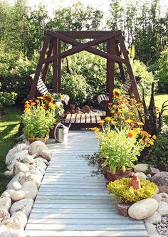 Mummolan puutarhan ikimuistoiset tuoksut ja rauhoittava tunnelma ottavat vastaan. Katso Viherpihan kauniit ideat.