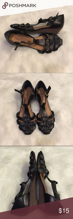 Tesori Sandals Black leather Tesori sandals with a 1.5 inch heel. EUC. Minimal sign of wear. Really cute with rolled up jeans. Also very comfortable. Tesori Shoes Heels