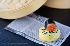fresa & pimienta: Brioche al vapor con salmón marinado en lemongrass y jengibre, alga nori y mahonesa de albahaca.